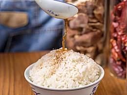 热米饭里拌什么好吃?