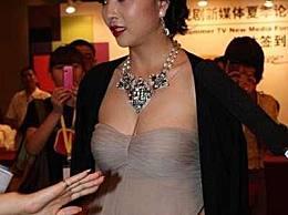 37岁殷桃穿衣大秀身材,网友:美得让人窒息!
