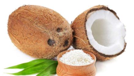 生活资讯  海南的原椰子,青椰,红椰,黄椰,还有一种人们最不常见的是