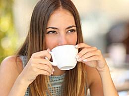 少喝水可以避免脸部浮肿吗?