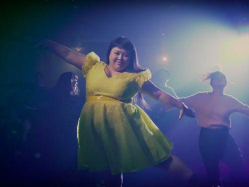 日女谐星渡边直美为《爱乐之城》上映拍广告 学艾玛斯通跳舞