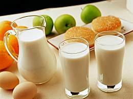 空腹喝牛奶的危害
