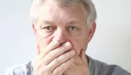 老人口臭是怎么回事 经常口干口臭要查血糖