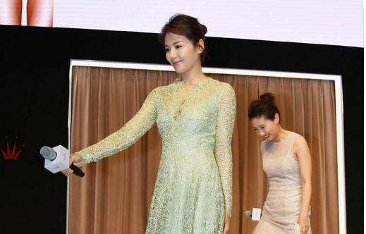 刘涛内衣秀蕾丝诱惑 丝袜美腿高跟鞋现美胸图片