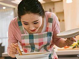 红烩牛尾蔬菜汤的做法