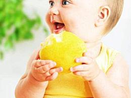 2岁宝宝好奇心激发自有妙招 感觉加动作是特点