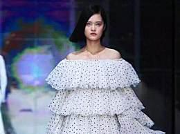 谢娜发布服装潮牌首秀照,却被网友吐槽,土到渣太廉价了