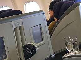 网友飞机上偶遇王菲和李嫣女神侧颜漂亮有气质