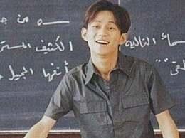 为了明星梦放弃老师讲台的明星,只有他坚持人民教师的工作