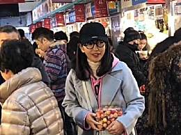 45岁李冰冰素颜到市场买菜 宛若20岁少女