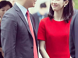 刘强东夫妇现身机场!一个小细节就能看出刘强东多爱奶茶妹妹!