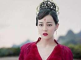 以为迪丽热巴的红衣造型是无人能敌了,直到看到乔振宇的