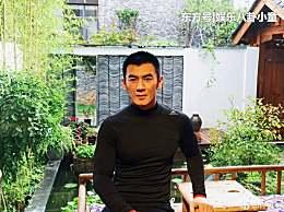 32岁与乔振宇搭档走红,娶圈内演员恩爱13年,儿子颜值比他高