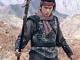 张若昀晒照,古装打扮的他好霸气,跟平时不太一样!