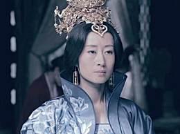 刘敏涛黑色鱼尾裙,大秀身材!