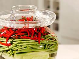 怎么选择泡菜坛子 泡菜坛子玻璃的好还是陶瓷的好