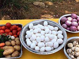 男子一次性煎出75个荷包蛋,看的人都想流口水!
