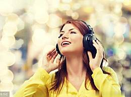 经常戴着耳机听音乐,还不做好这4件事,分分钟可能会失聪