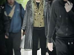 时尚主要靠脸 吴亦凡穿某宝雨衣也是男神范儿