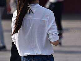 越有气质的女人,回头率越高  ,紧身裤提升妹子的酷感