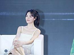 翻造型 《芳华》女主角@钟楚曦 现身电影…