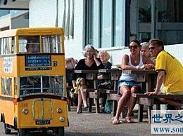 世界上最短的巴士只有两个座位