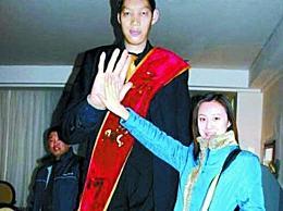 王峰军 世界上最高的人 真实身高2.33米(谎报2.55米)