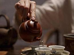 什么样的水用来泡茶?纯净水或矿泉水最好根据经济情况来决定