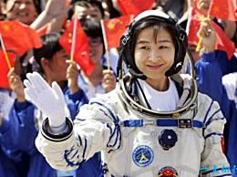 世界上第一位女宇航员玫瑰在太空绽放