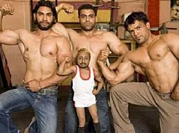 世界上最小的健身教练 印度侏儒男孩阿迪蒂(只有80厘米高)