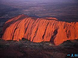 世界上最大的十公里长的石头地球纪念碑