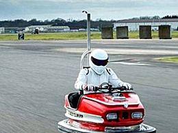 英国工程师柯林・福尔泽将旧的碰碰车改造成超速行驶的汽车