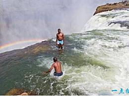 世界上最危险的游泳池 魔鬼池位于维多利亚瀑布悬崖的边缘