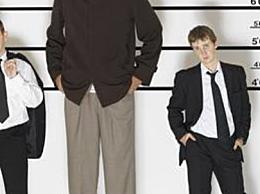 世界上最高的人 他的身高已经达到3米 但是已经去世了