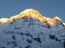 世界十大山峰之一的珠穆朗玛峰高达8844米