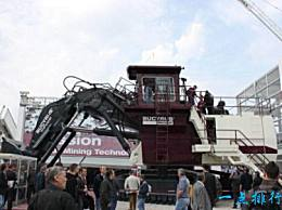 最大的矿车比赛勒斯RH400(重约889吨)还要大
