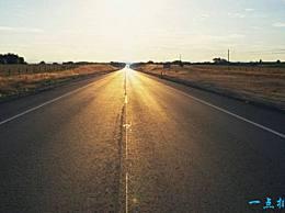 世界上最孤独的路 独自徘徊在荒凉的西部